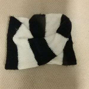 Donating 2/1 Black and white infinity scarf